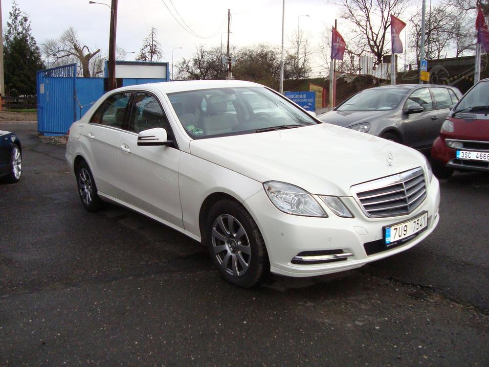 Prodám Mercedes-Benz E 220 CDi,2.Maj.Serv.k.7/2012