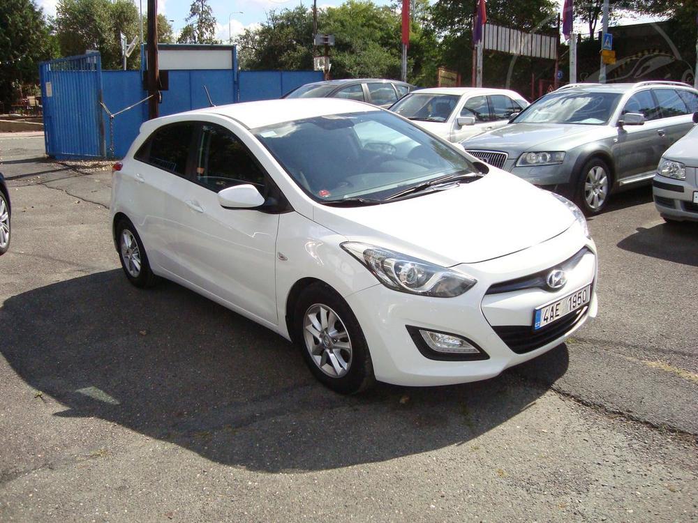 Prodám Hyundai i30 1.4i 16V,ČR, 2.Maj.Servisní kn