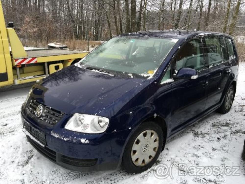 Prodám Volkswagen Touran 1.6 FSI TAŽNÉ SERVISKA
