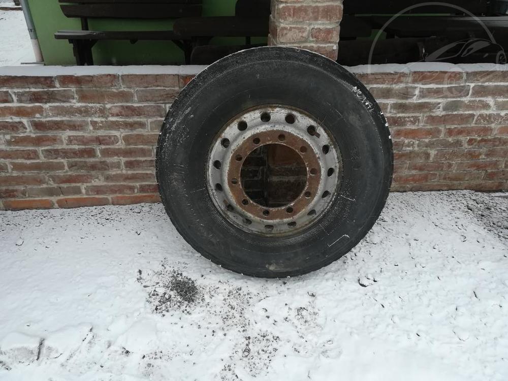 Prodám Jiná nákladní pneu