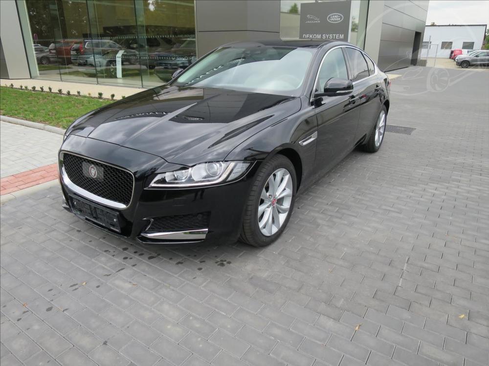 Prodám Jaguar XF 2,0 Předváděcí vůz  Prestige