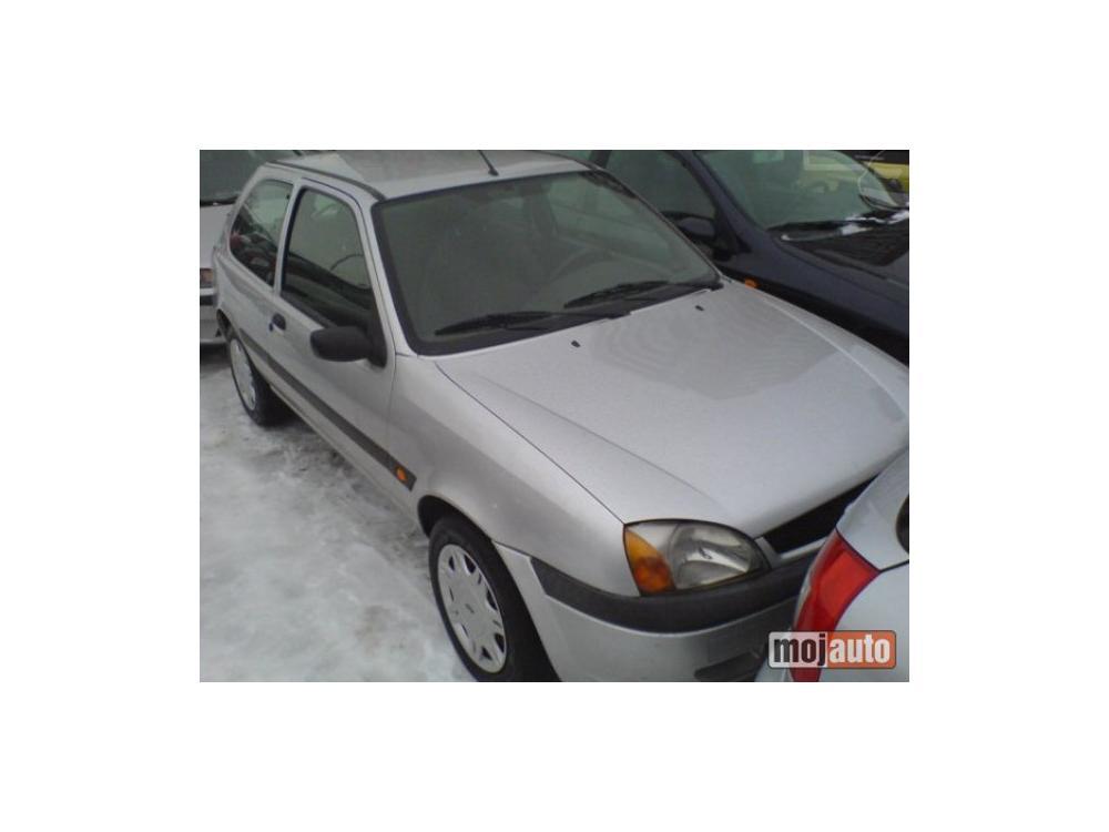 Prod�m Ford Fiesta 1.8 tddi