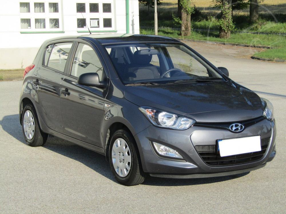 Prod�m Hyundai i20 1.2 1.maj,Serv.kniha,�R