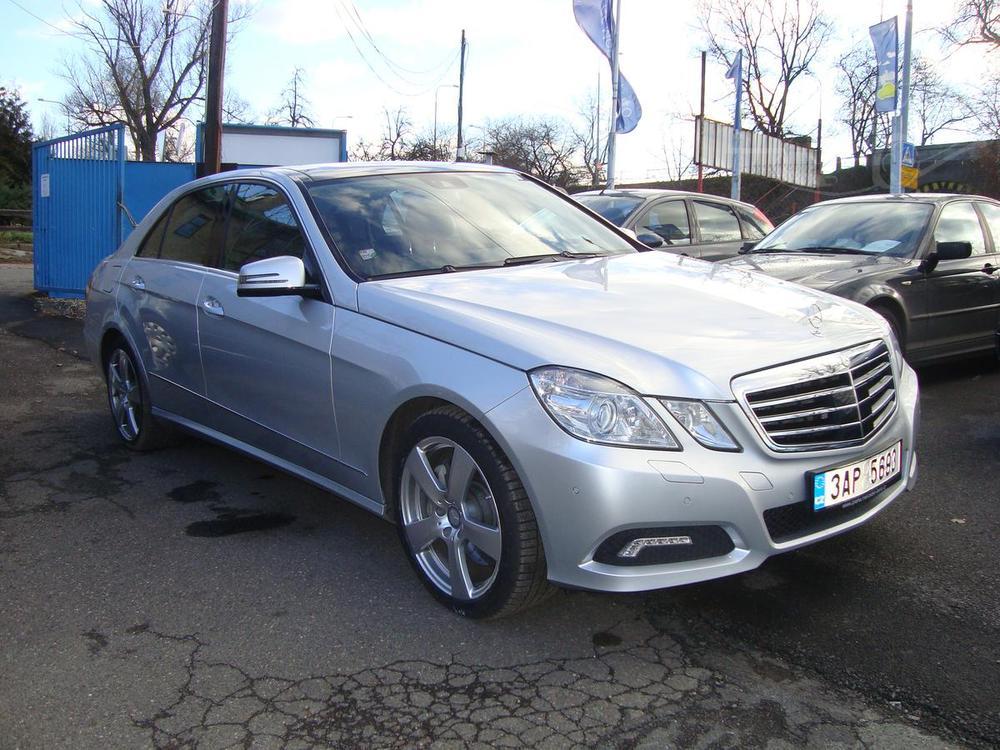 Prod�m Mercedes-Benz E E 500,1.Maj. v �R,Servisn� k.